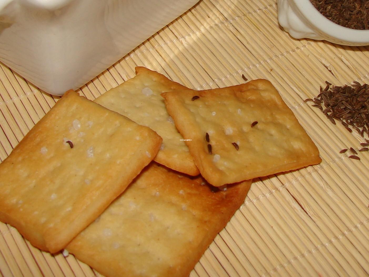Crackers cu chimen si sare