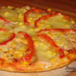 Pizza cu sunca, cascaval si mozzarella